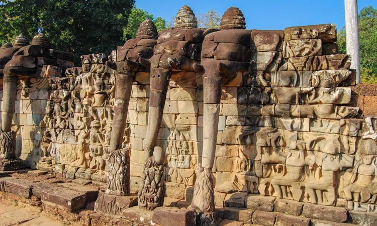 Angkor Thom Travel Guides in Cambodia