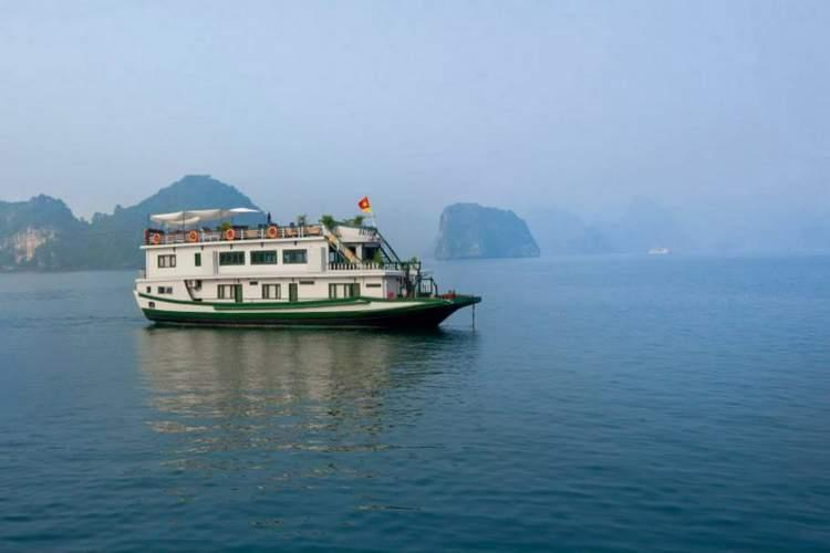 Bai Tu Long Bay Cruise Photos
