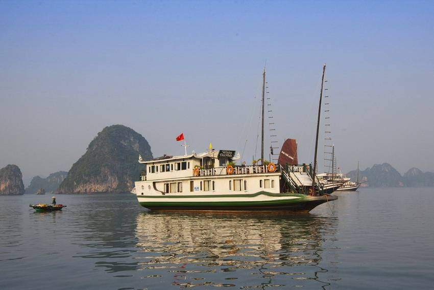 Petit White Dolphin Halong Cruise Photos